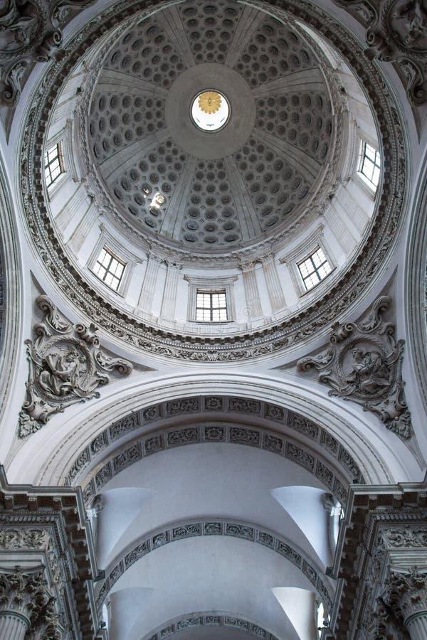 Koepelbinnenland van kathedraal van Brescia royalty-vrije stock afbeelding