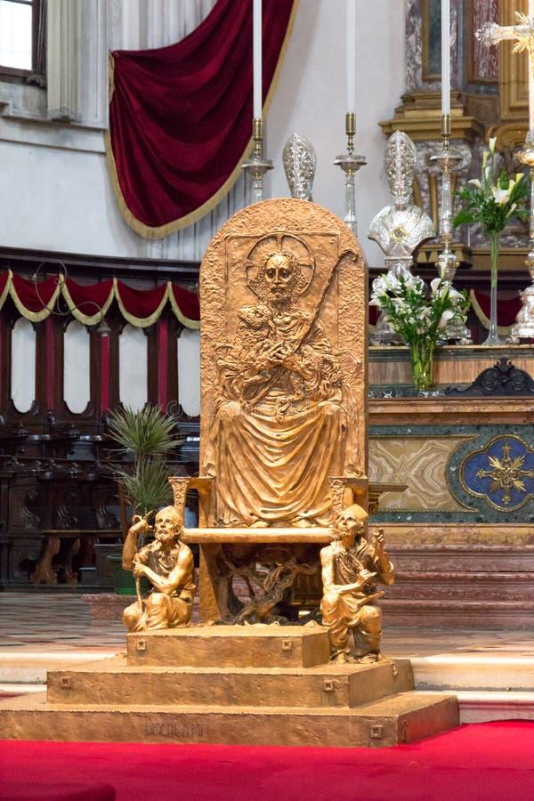 Koepelbinnenland van kathedraal van Brescia royalty-vrije stock foto