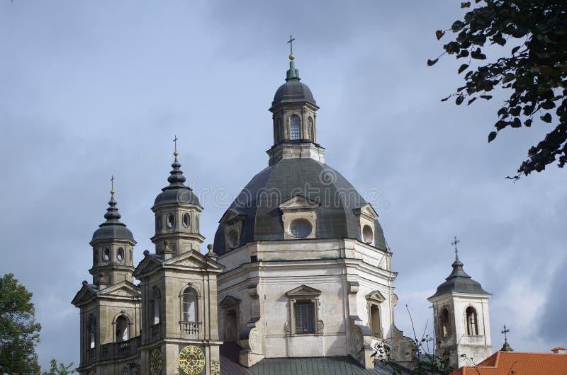 Koepels en torens van oude kerk royalty-vrije stock afbeeldingen