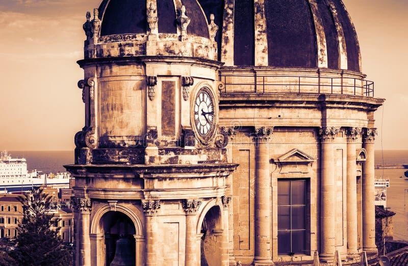 Koepels van de Kathedraal gewijd aan Heilige Agatha De zonsondergangmening van de stad van Catanië, Sicilië, Italië royalty-vrije stock foto's