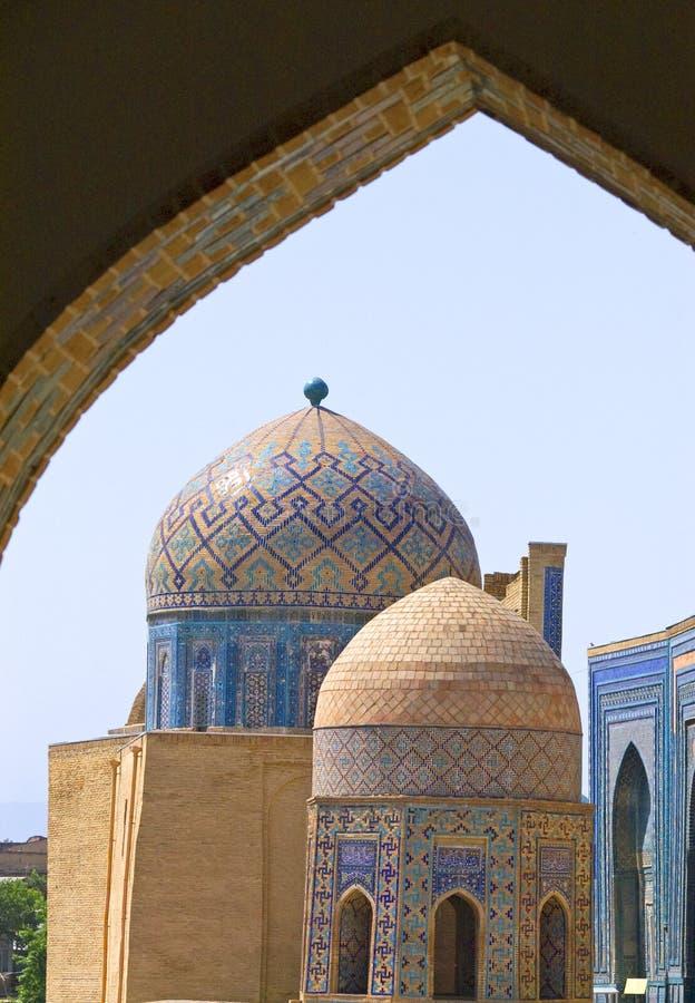 Koepels van oud Mohammedaans mausoleum stock foto