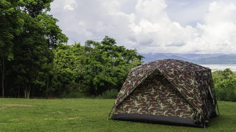 Koepeltent het kamperen stock fotografie