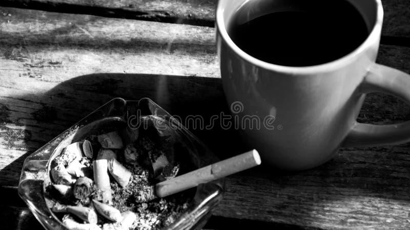 Koffein och nikotin royaltyfria bilder