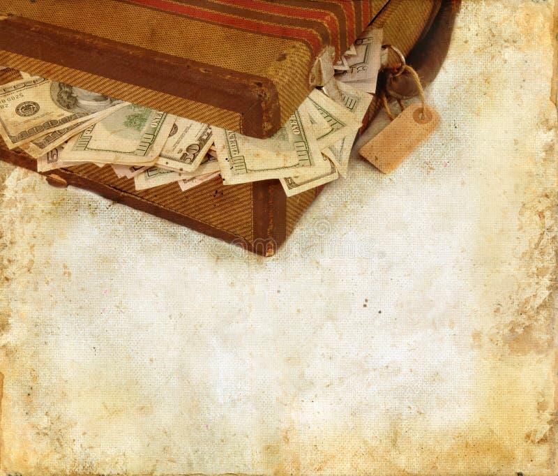 Koffer die met de Achtergrond van Grunge van het Geld wordt gevuld stock foto