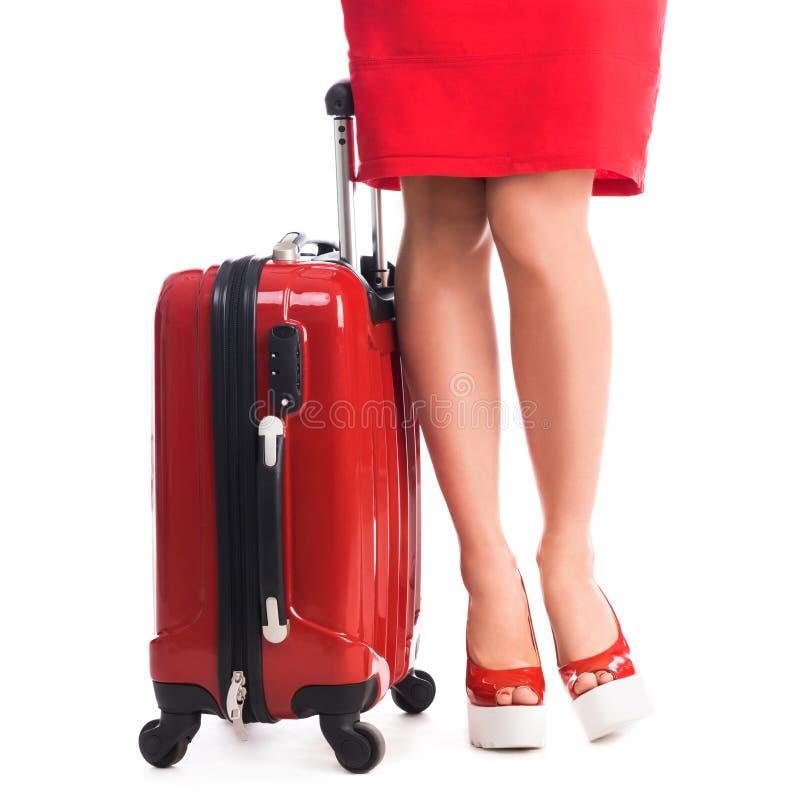 Koffer und Beine des Mädchens stockbild
