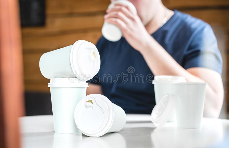 Koffie of cafeïneverslavingsconcept royalty-vrije stock foto's