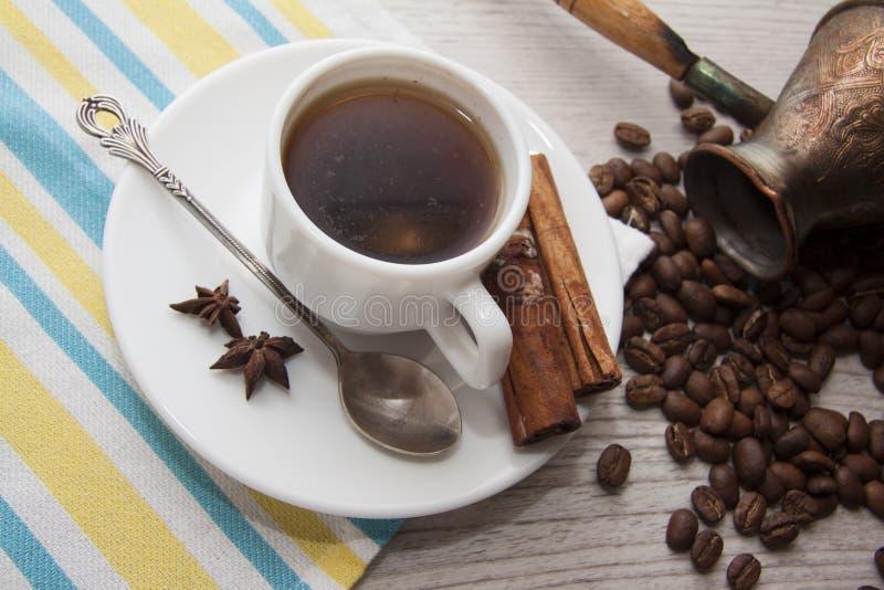 Koffie en bonen stock afbeelding