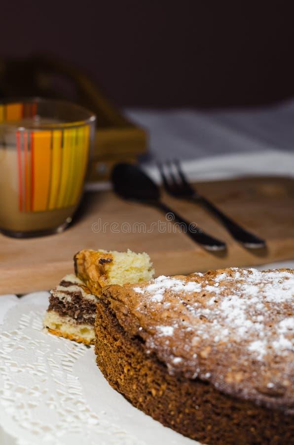 Koffie en cake voor ontbijt stock foto's