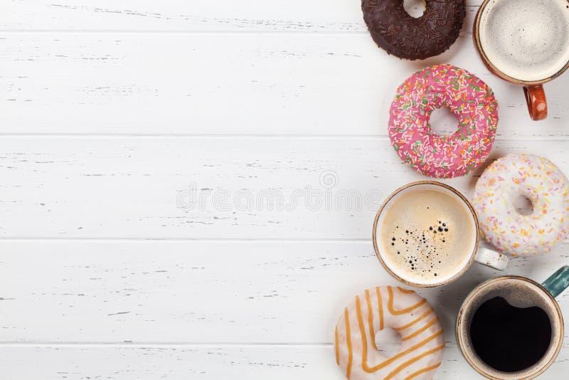 Koffie en Donuts stock afbeelding
