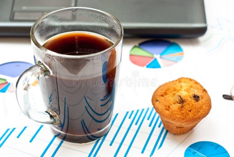 Koffie en grafieken royalty-vrije stock foto's