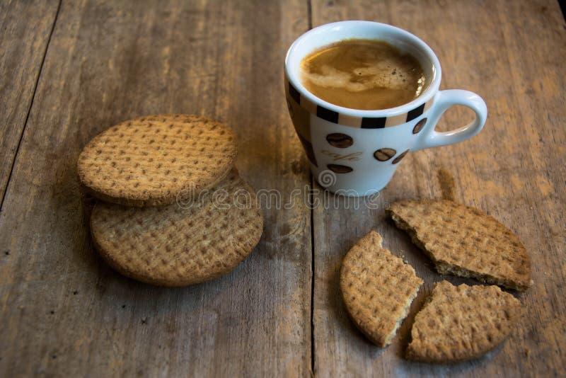 Koffie en Koekje voor een goed ontbijt! stock foto