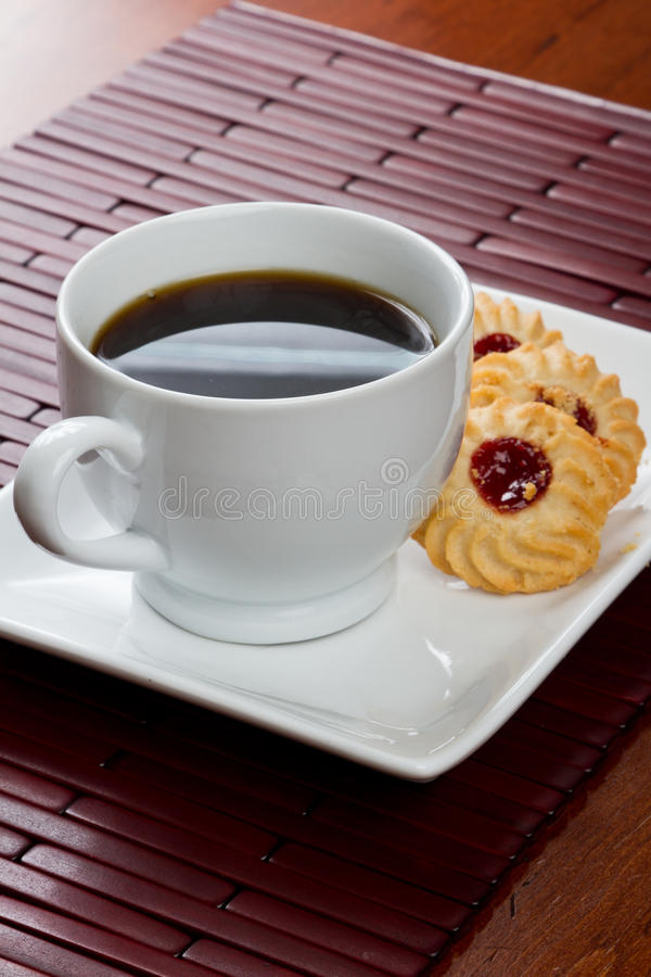 Download Koffie en koekjes stock afbeelding. Afbeelding bestaande uit hout - 29506663