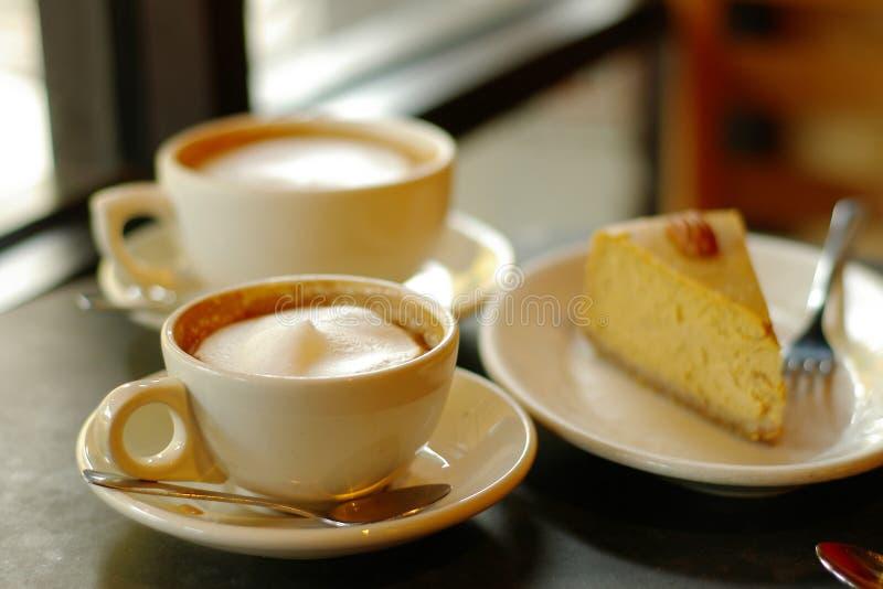 Koffie en pastei stock afbeeldingen