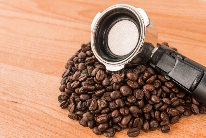 koffie en portafilter stock foto's