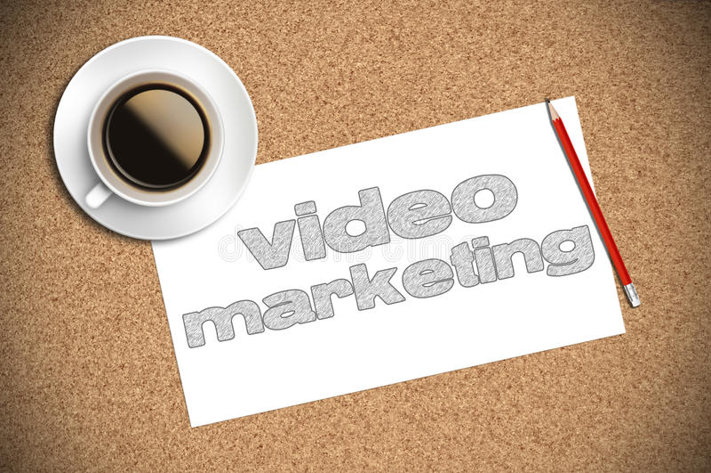 Koffie en potloodschets video marketing op papier royalty-vrije stock afbeeldingen