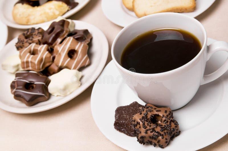 Koffie en snoepjes royalty-vrije stock fotografie
