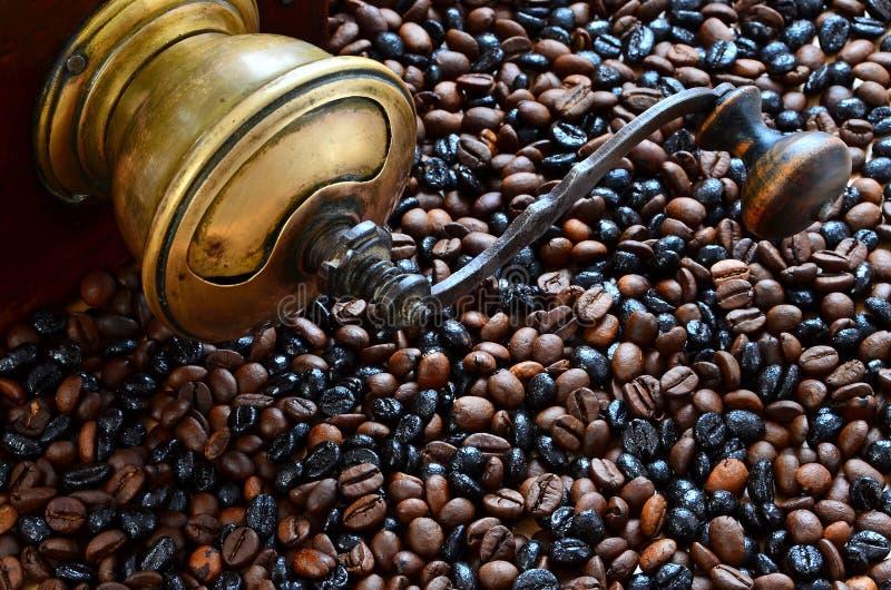 Koffie en uitstekende koffiemolen royalty-vrije stock fotografie