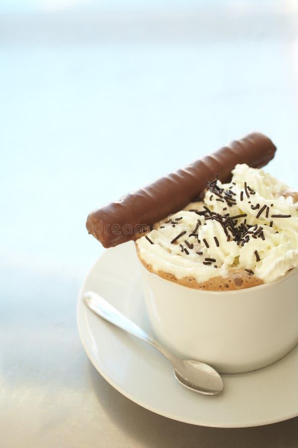 Koffie latte in koffiekop royalty-vrije stock foto's