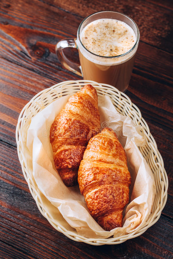 Koffie met croissanten royalty-vrije stock foto