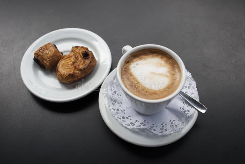 Koffie met melk Cortado stock foto