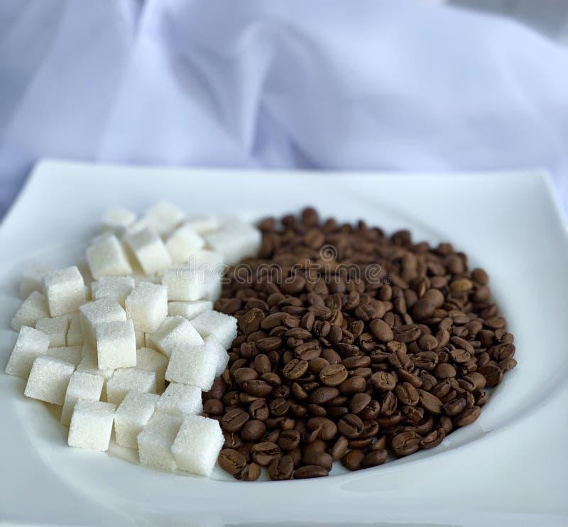 Koffie met suiker, hete drank De witte espresso van de kopkoffie stock foto