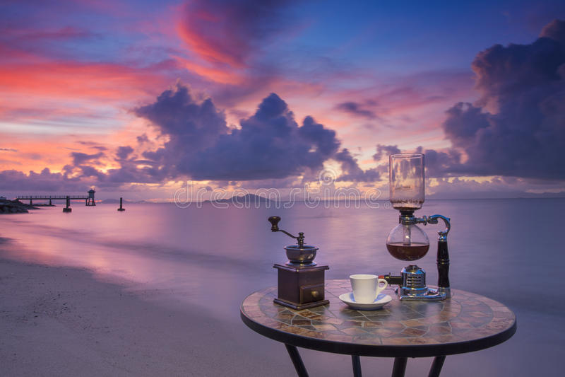 Koffie op de het strand en het duiken club stock foto