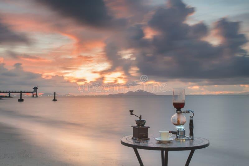 Koffie op de het strand en het duiken club royalty-vrije stock afbeeldingen