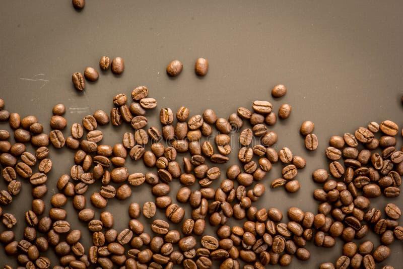 Koffie op grunge donkere achtergrond royalty-vrije stock afbeelding