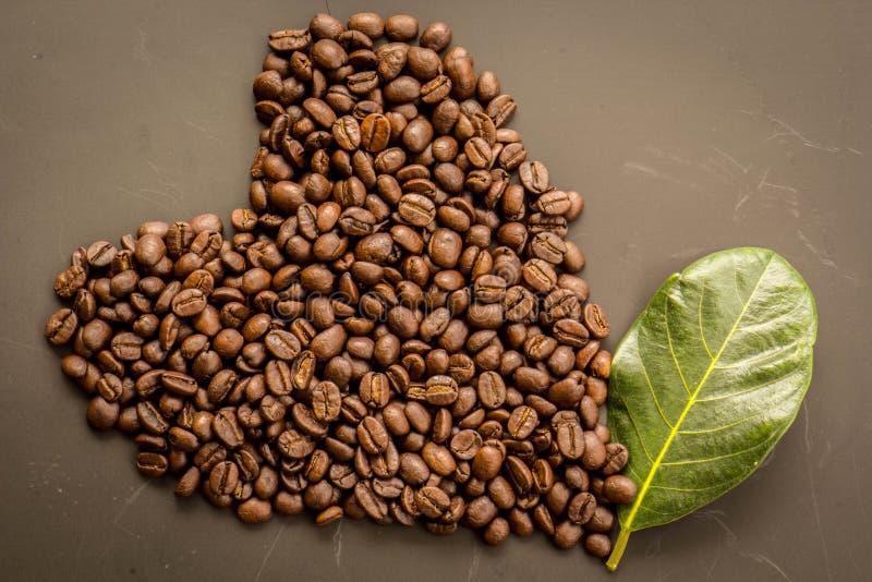Koffie op grunge donkere achtergrond stock foto's