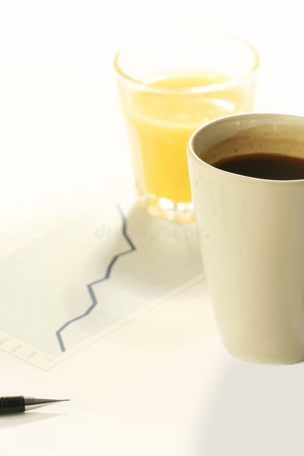 Koffie op het werk royalty-vrije stock afbeeldingen