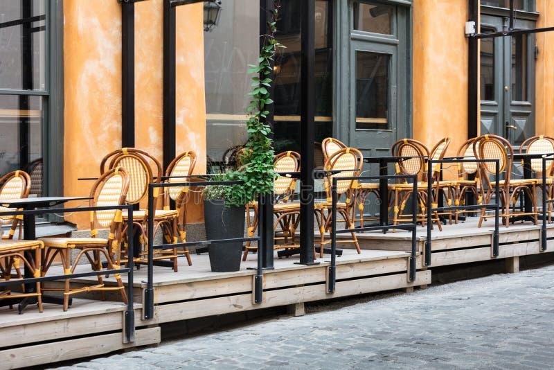 koffie op straat van oude Europese stad stock foto