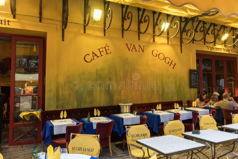 Koffie Van Gogh in Place du Forum in Arles De Provence, stock foto
