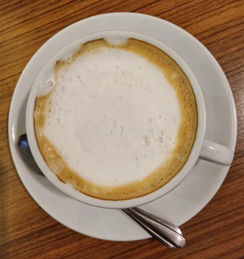Koffie in wit glas stock foto