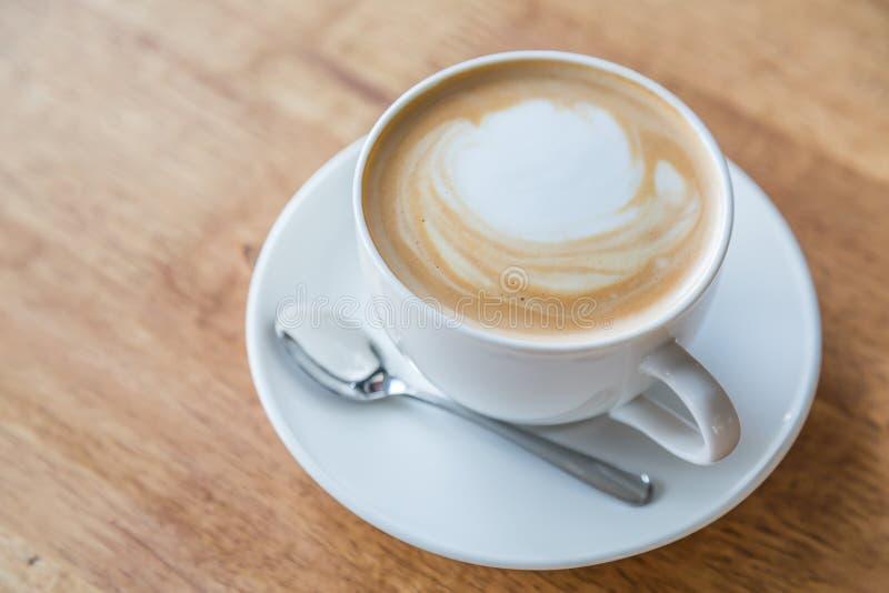 Koffie in witte kop royalty-vrije stock foto