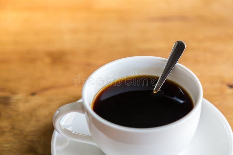 Koffie in witte kop royalty-vrije stock fotografie
