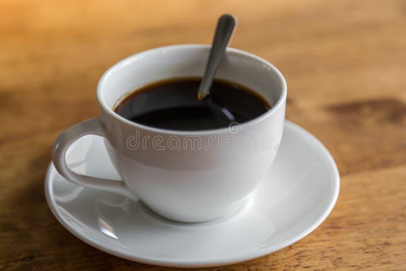 Koffie in witte kop stock afbeeldingen