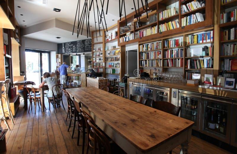 Koffiebar en boekenkast in Rome royalty-vrije stock foto's