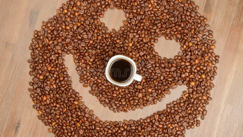 Koffiebonen die in smiley worden geschikt stock fotografie