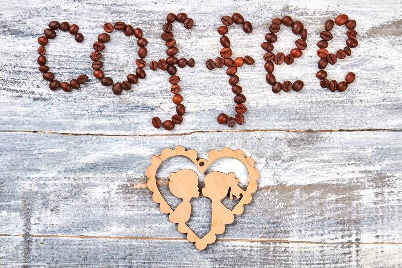 Koffiebonen en karton royalty-vrije stock foto's