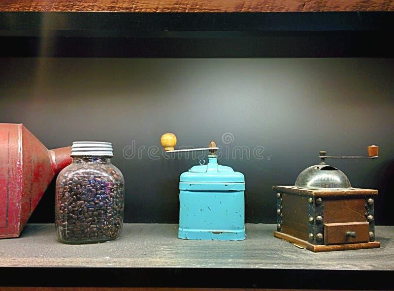 Koffiebonen en molens royalty-vrije stock afbeelding