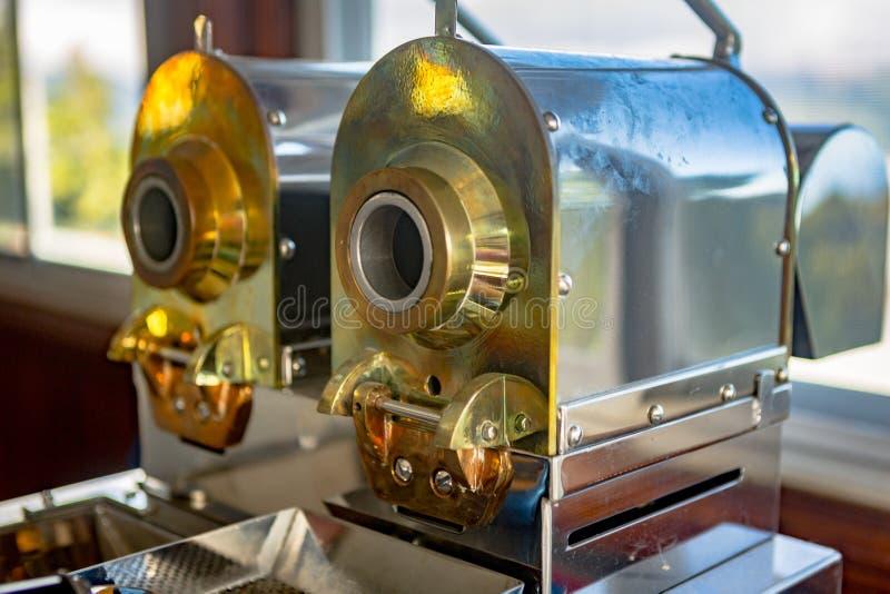 Koffiebrandermachine stock foto's