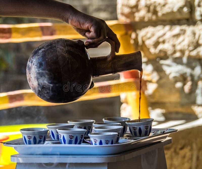 Koffieceremonie in de Yeha-tempel in Yeha, Ethiopië, Afrika royalty-vrije stock fotografie