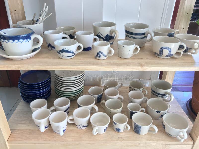 Koffieinzameling Beschikbaar in verschillende grootte, wit, blauw stock fotografie