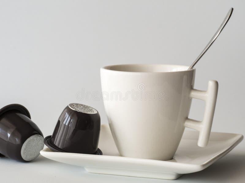 Koffiekop met capsules royalty-vrije stock foto's