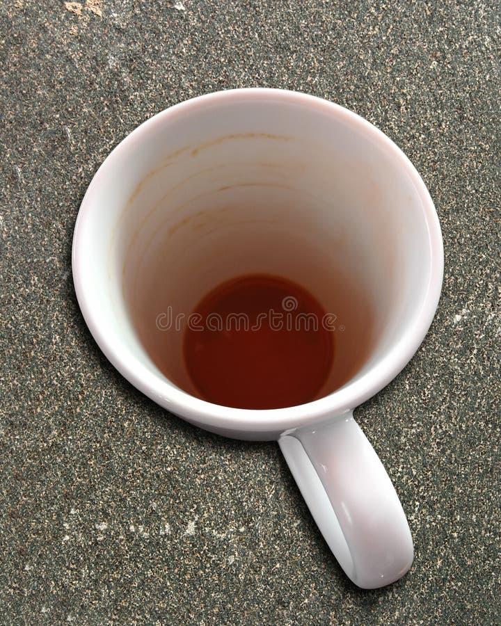 0563 Koffiekop op een steenplak, behalve een kleine rust lege drank stock afbeeldingen