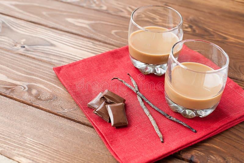 Koffielikeur met chocolade en vanille royalty-vrije stock foto