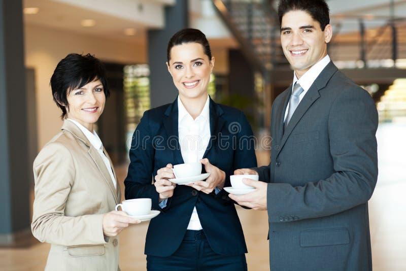 Koffiepauze op het werk royalty-vrije stock fotografie