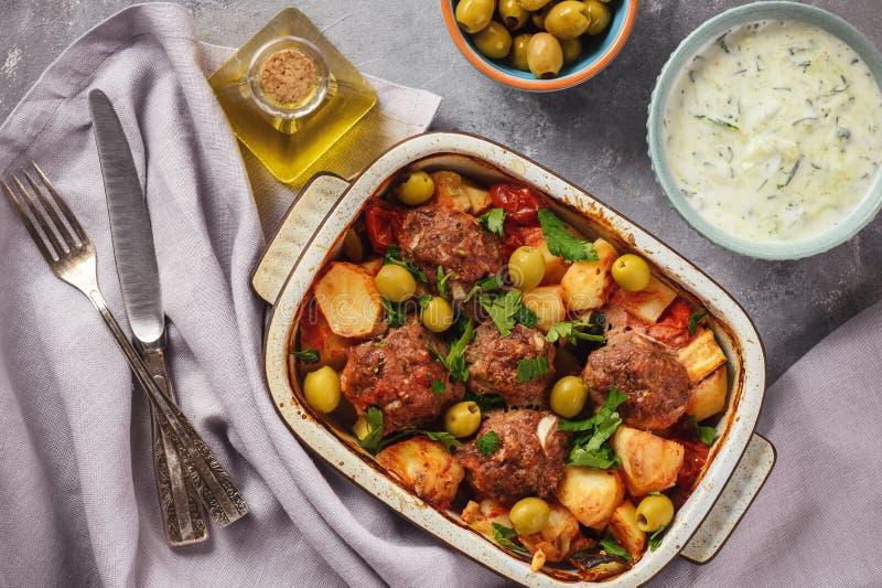 Kofte, almôndegas da carne, cozeu com vegetais imagem de stock royalty free