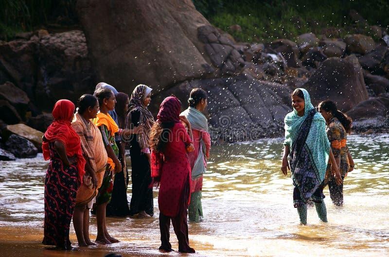 Kogala,斯里兰卡- 2013年12月23日:地方妇女 免版税图库摄影