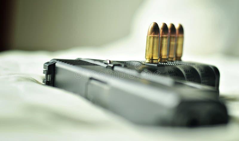 Kogels 9 mm Met een kanon stock foto's